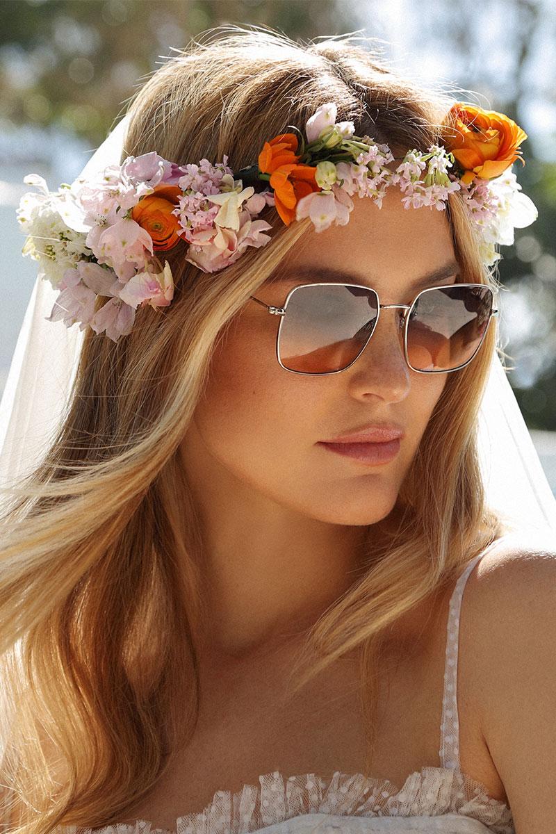 בר עם משקפי שמש של קרולינה למקה